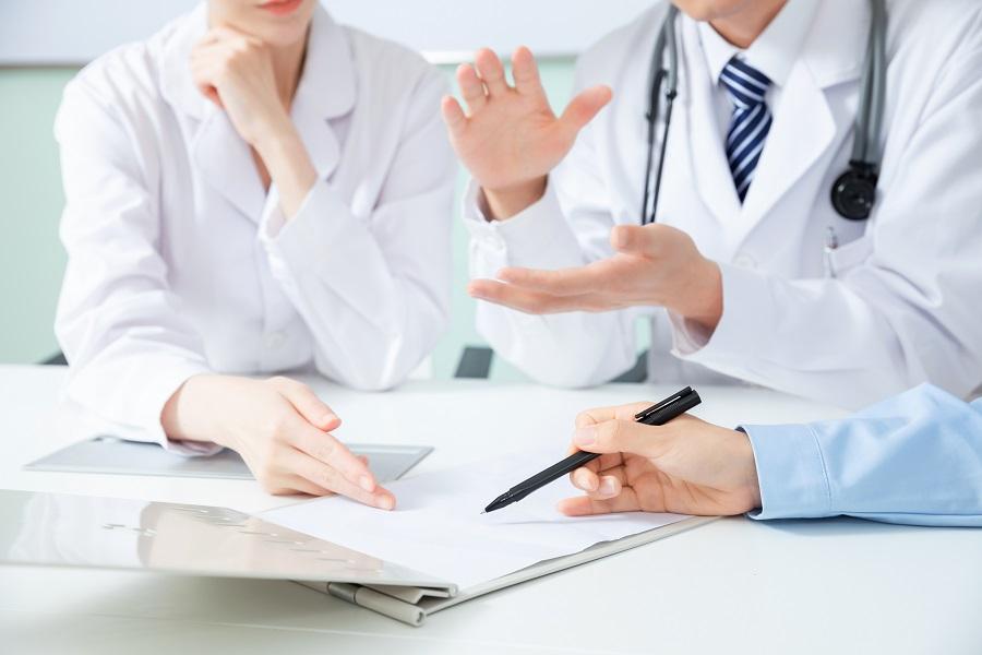 摄图网_501351508_医疗团队会议讨论特写(企业商用).jpg
